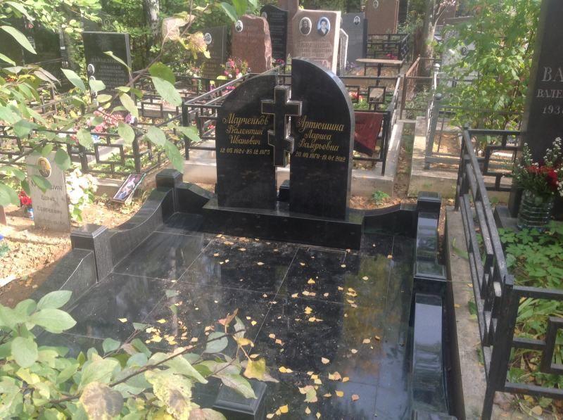 Фото памятников на хованском кладбище изготовление фото для памятников к рублю