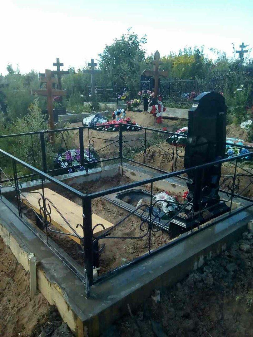 Ограда на могилу перепечинское кладбище цены на памятники в спб у хозяина