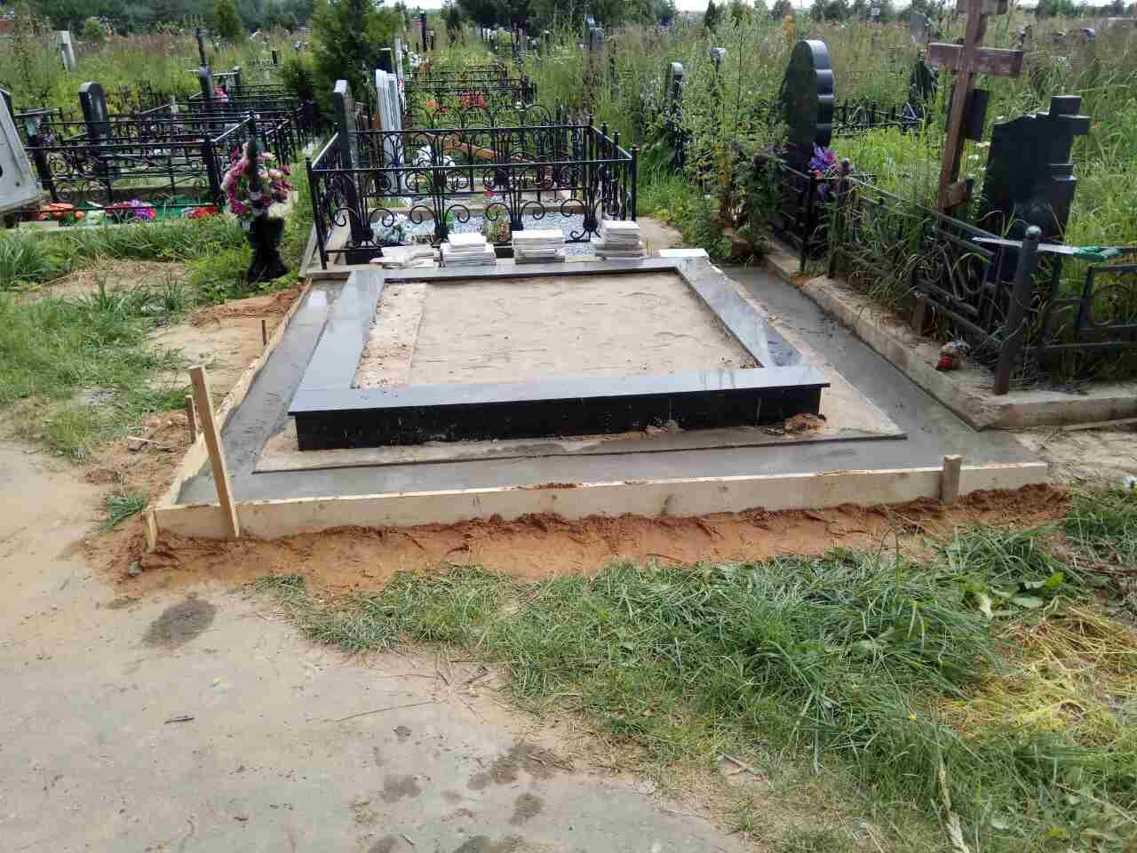 Надгробные памятники из гранита цена с lte памятники из гранита фото цены надгробные