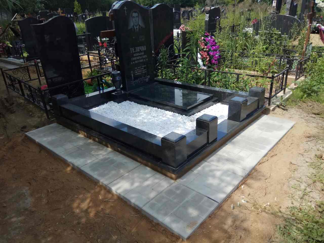 Плитка на кладбище фото надпись смерть