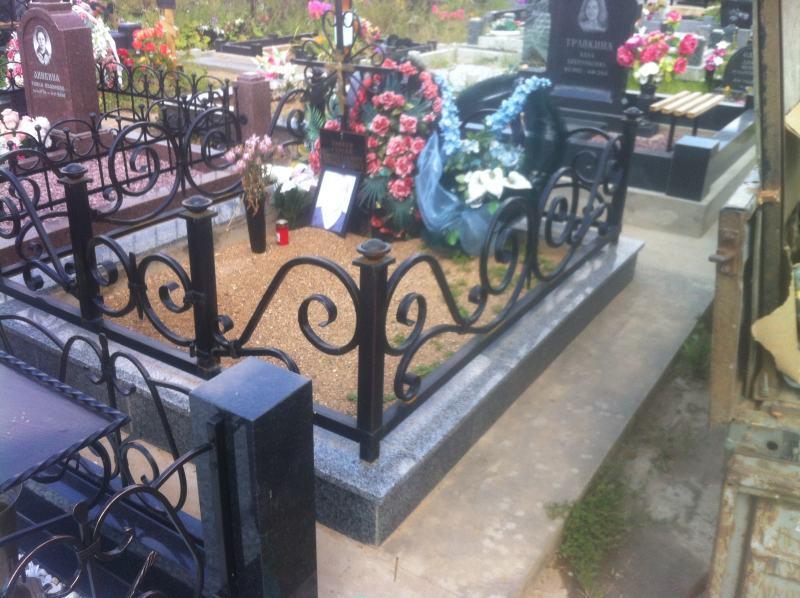 Ограда на могилу гранит с ковкой изготовление памятников в барнауле лиде
